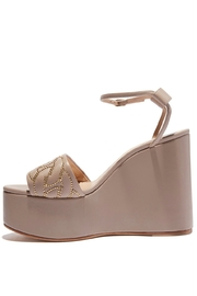 Casadei DELFI - Front full body