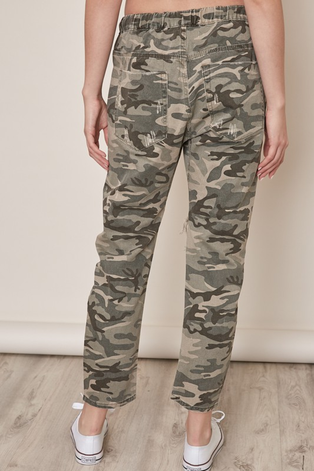 Mustard Seed  Distressed Camo Pants - Side Cropped Image