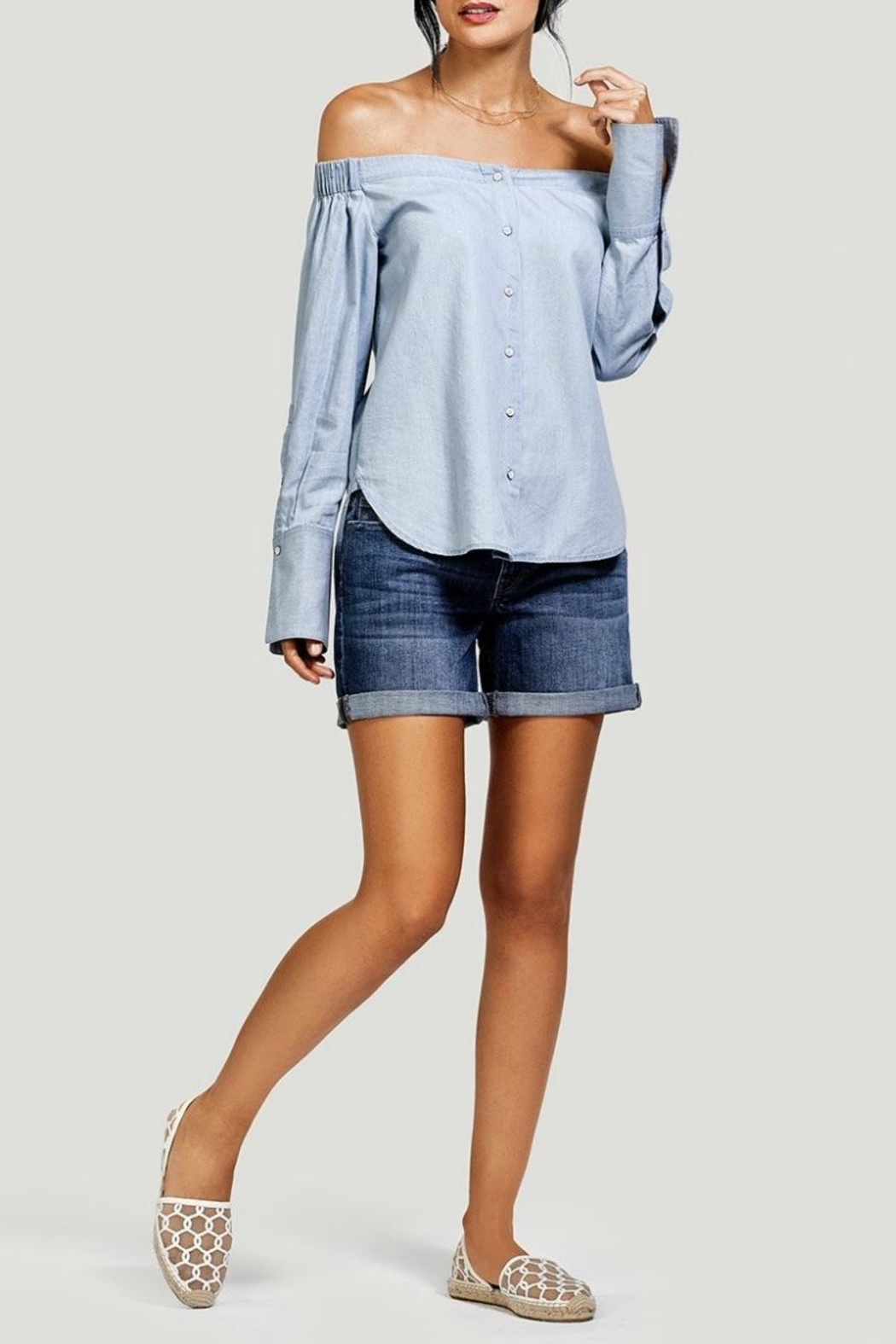 DL1961 Karlie Boyfriend Short - Side Cropped Image