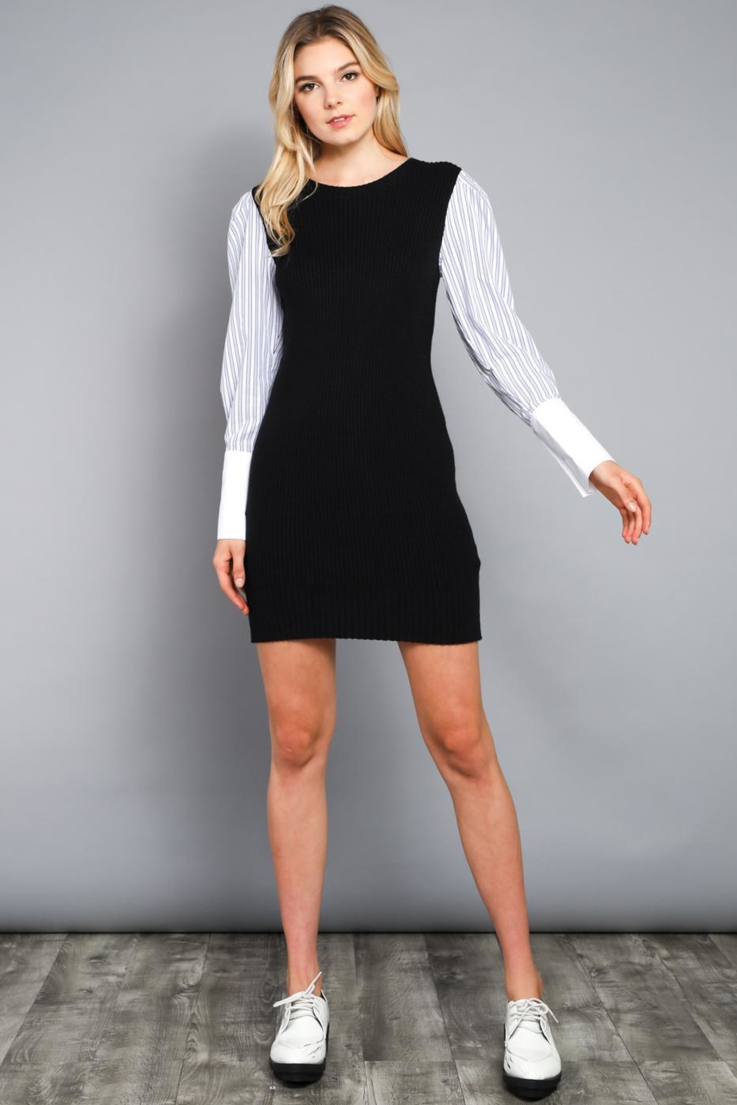 Do & Be Contrast Sleeve Dress - Side Cropped Image