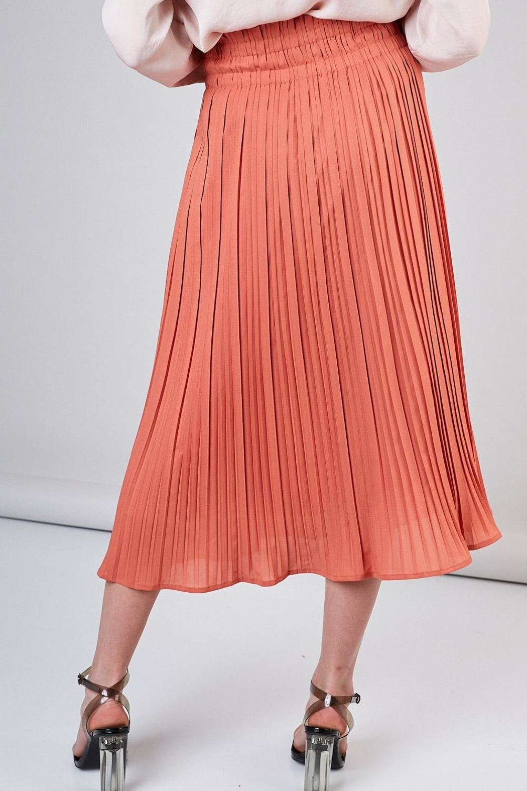 Do & Be Peach Pleated Skirt - Side Cropped Image