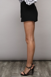 Do & Be Solid Bow Shorts - Side cropped