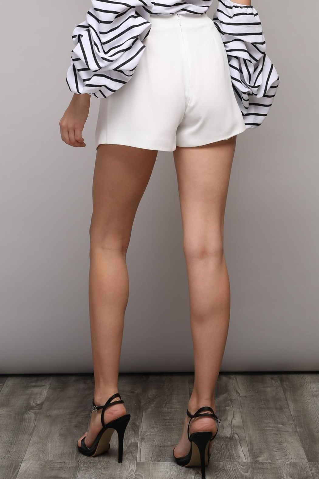 Do & Be Solid Bow Shorts - Side Cropped Image