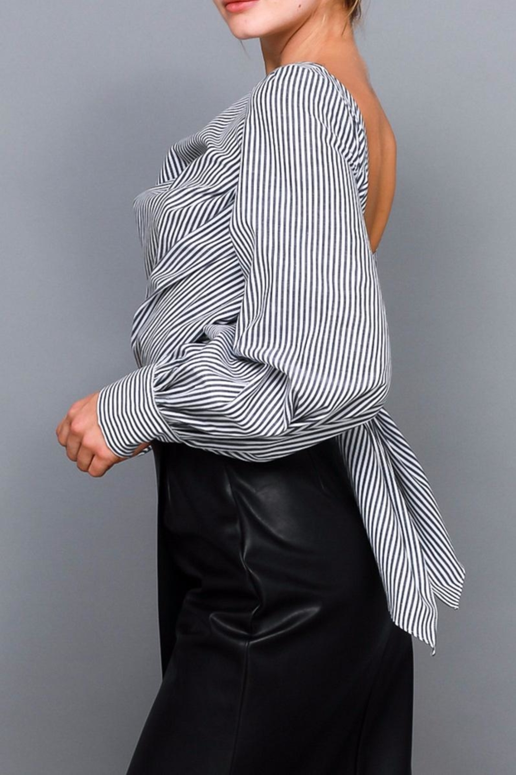 Do & Be Stripe Tie Shirt - Side Cropped Image
