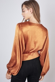 Do & Be Twist Front Cropped-Top - Side cropped