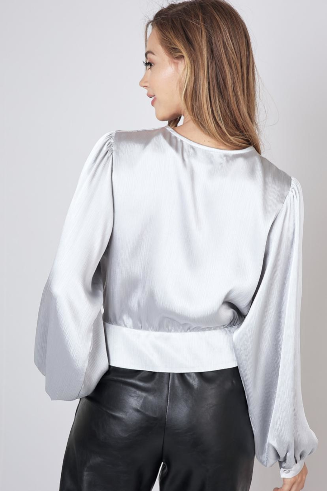 Do & Be Twist Front Cropped-Top - Side Cropped Image