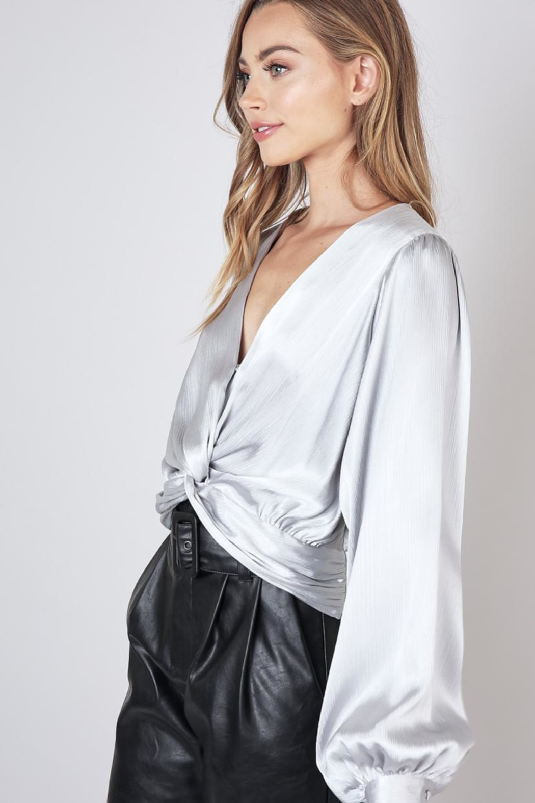 Do & Be Twist Front Cropped-Top - Front Full Image