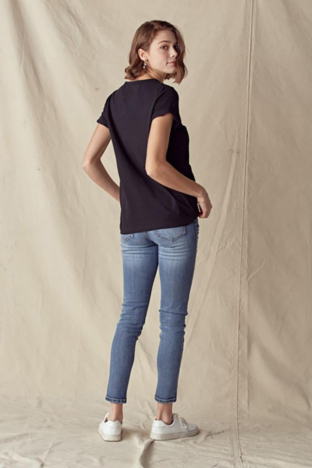 Doe & Rae Lips Trimmed Tee With Twisted Sleeve Band - Front Full Image