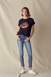 Doe & Rae Lips Trimmed Tee With Twisted Sleeve Band - Other
