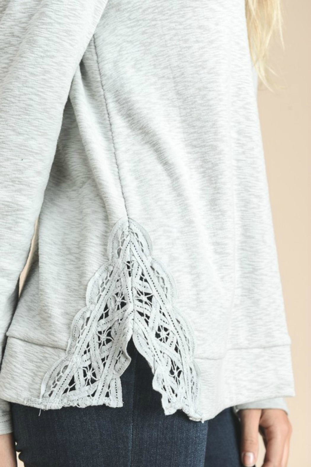 Doe & Rae Side Embroidery Top - Side Cropped Image