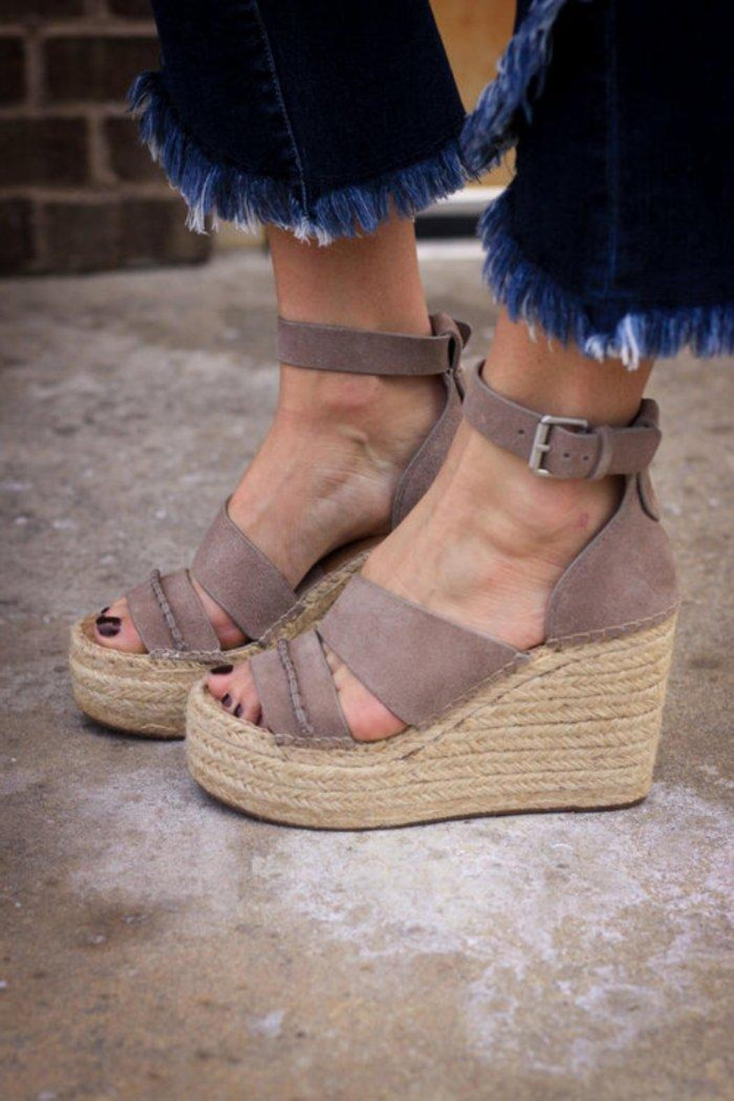 Dolce Vita Simi Sandals - Front Cropped Image