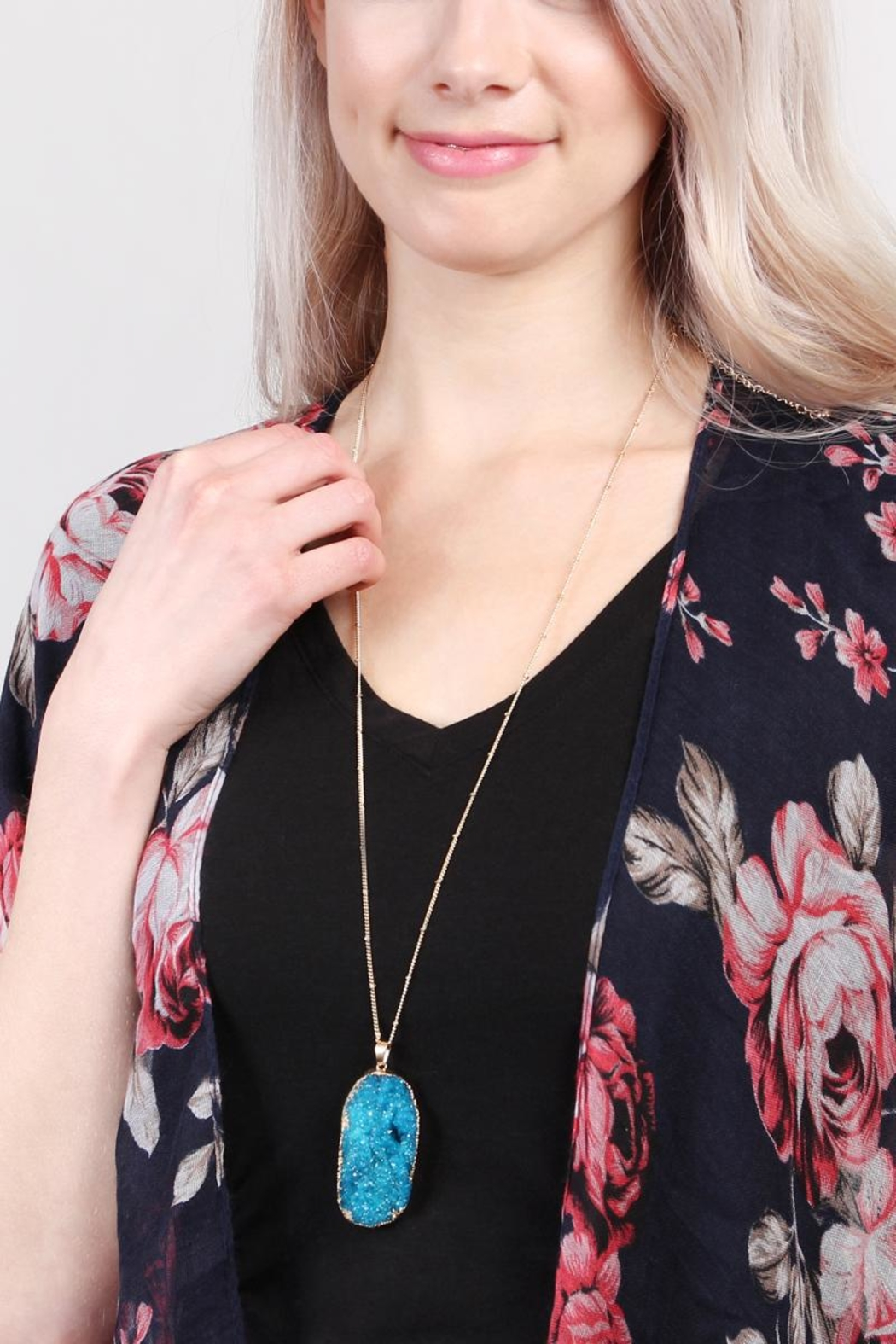 Riah Fashion Druzy Stone Necklace - Side Cropped Image