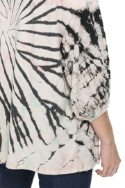 T-Party  Dye front slitted top - Side cropped