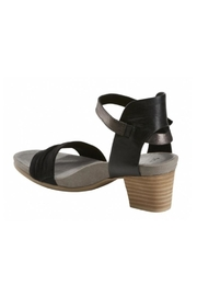 Earth Ivy Sandals - Side cropped