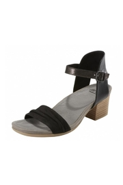 Earth Ivy Sandals - Front cropped