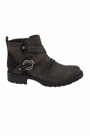 Earth Laurel Boots - Front full body