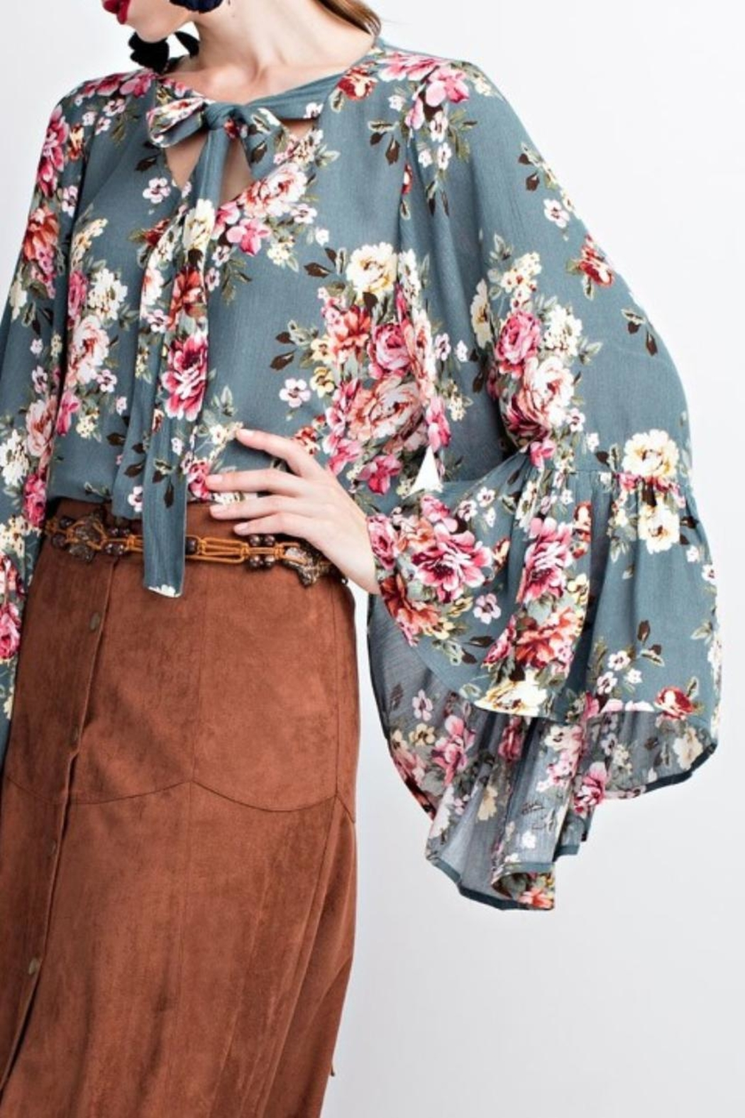easel Floral Bell Sleeve Blouse - Side Cropped Image