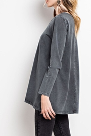 easel Mineral-Washed Keyhole Top - Side cropped