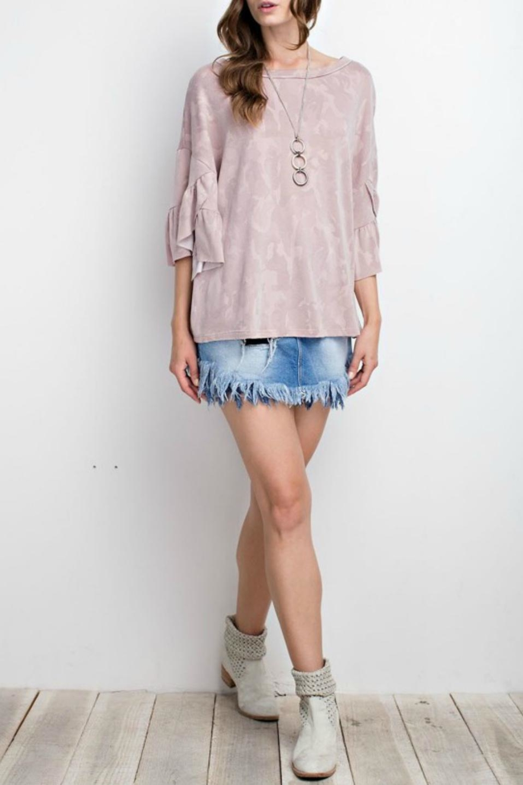 easel Ruffle Camo Top - Side Cropped Image
