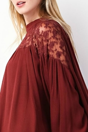 easel Rusty Lace Top - Back cropped