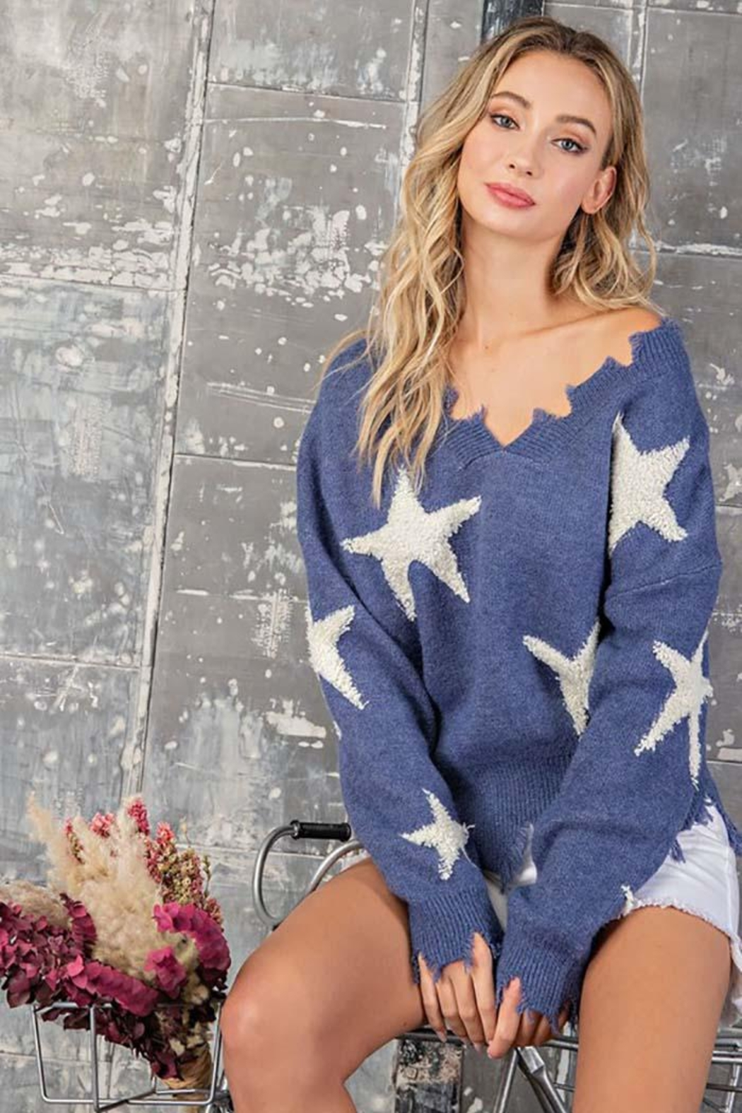 ee:some Star Print Distressed Sweater - Back Cropped Image
