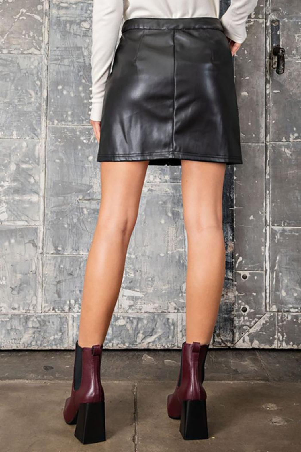 eesome Faux Leather Zipper Mini Skirt - Side Cropped Image
