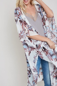 eesome Floral-Print Side-Slit Kimono - Product List Image