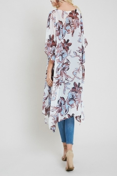 eesome Floral-Print Side-Slit Kimono - Alternate List Image