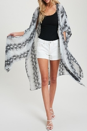 eesome Snake-Print Side-Slit Kimono - Front cropped