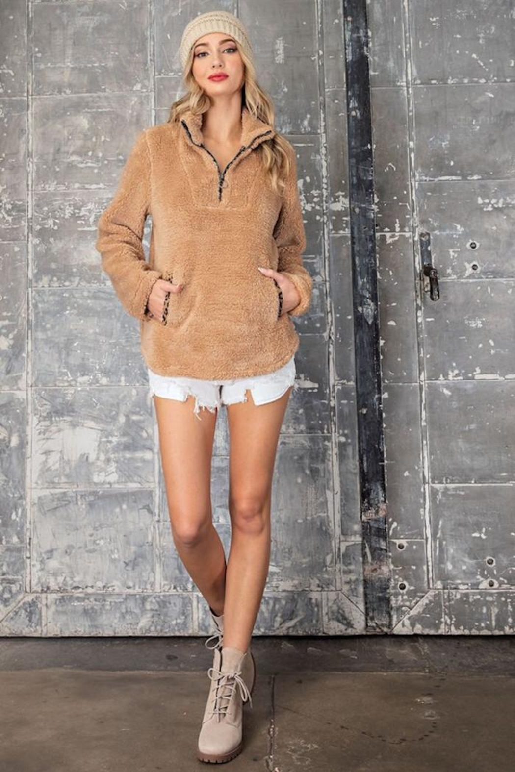 eesome The Purr-Fect Sherpa - Front Cropped Image