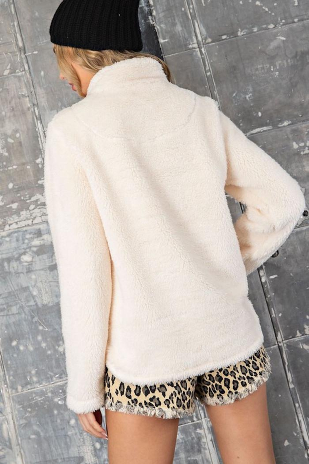 eesome The Purr-Fect Sherpa - Back Cropped Image