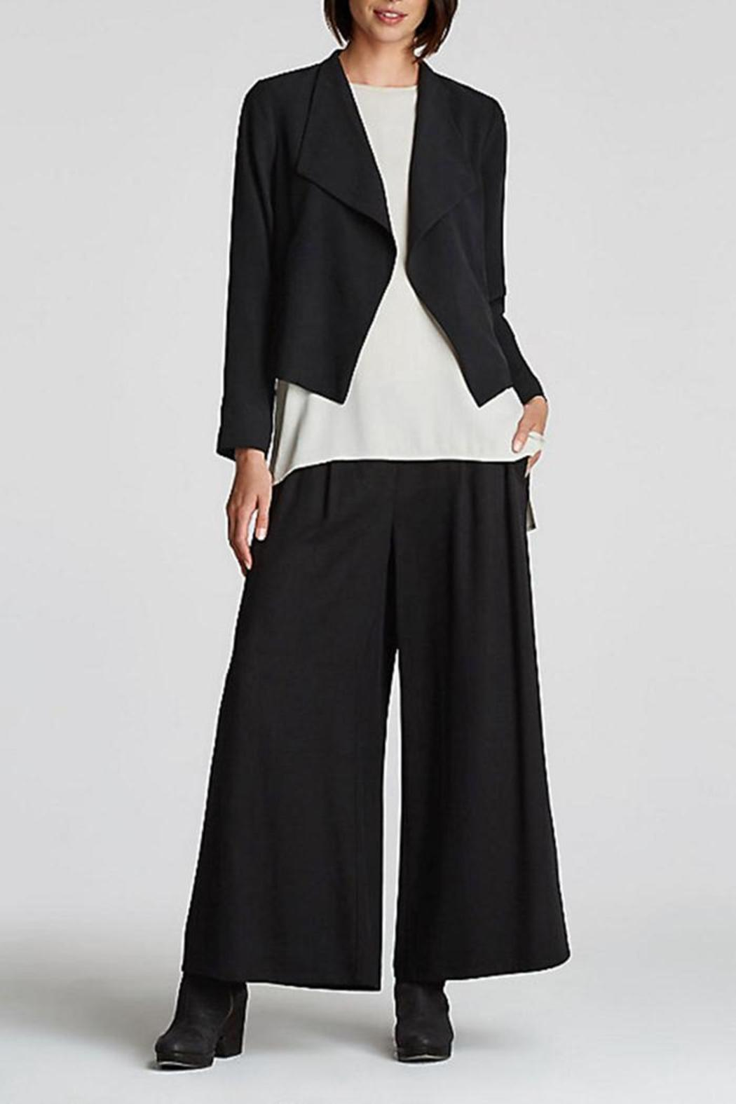 CHECK VELVET TROUSERS. FORMAL OR CASUAL PANTS FOR WOMEN. A pair of pants for every woman's style. Wide legged and comfortable pieces or skinny fits. Appliques, masculine cuts and original prints are key this season. WIDE LEG ANKLE PANTS. BUTTONED WIDE LEG PANTS. COLORS. FLOWY PANTS. JOGGING PANTS WITH BUTTONS. NEW. CULOTTES WITH TIE.