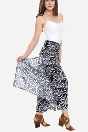 Embellish Black And White Palm Cropped Pants - Front cropped