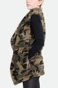 Embellish Camo Faux Fur Vest - Alternate List Image