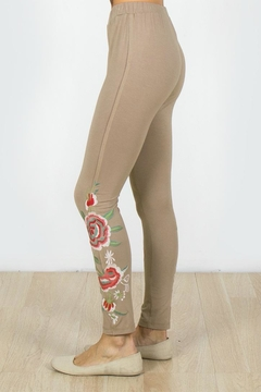 Mur Monoreno Embroidered Beauty Leggings - Alternate List Image