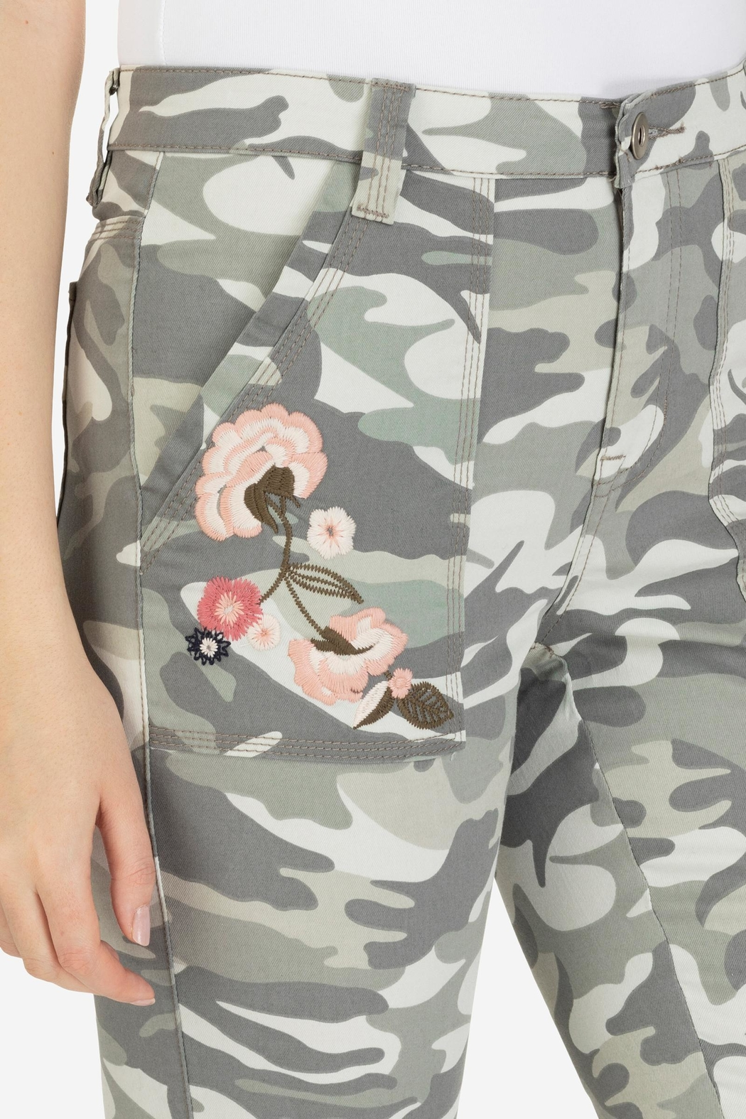 Tribal Embroidered Camo Jegging - Side Cropped Image