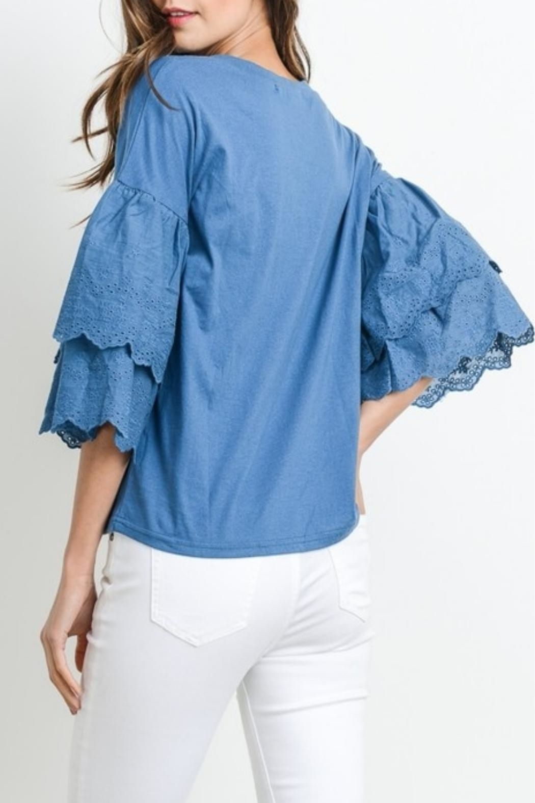 Le Lis Embroidered Sleeve Tee - Side Cropped Image