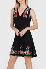 Mur Monoreno Embroidered Sleeveless Dress - Front cropped
