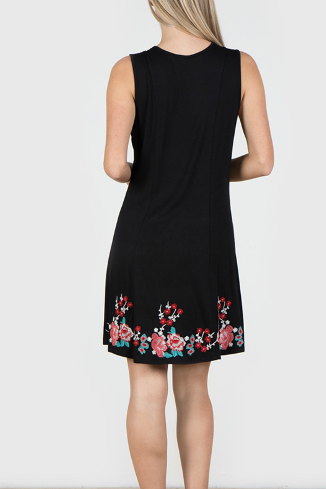 Mur Monoreno Embroidered Sleeveless Dress - Front Full Image