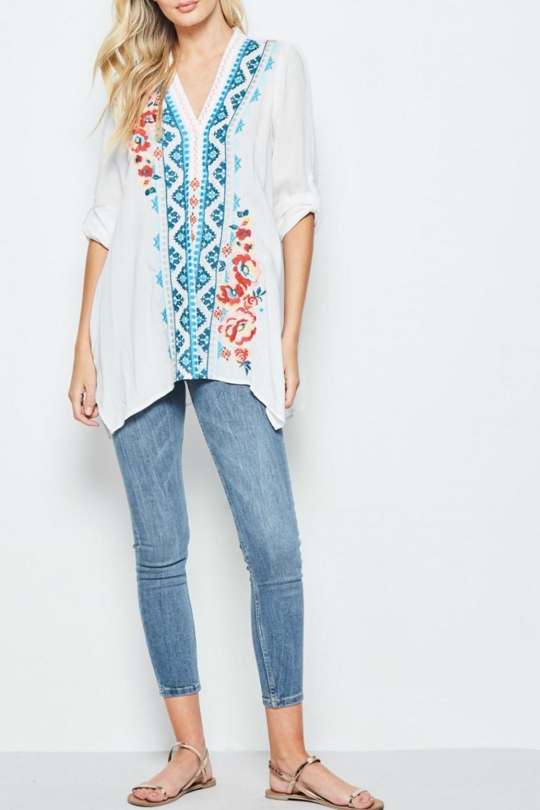 Andree by Unit Embroidered White Tunic - Front Full Image