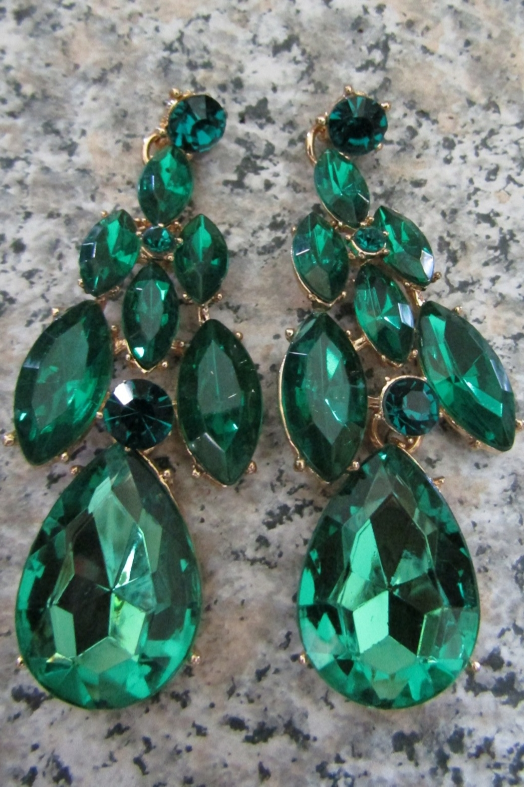 Sophia EMERALD ELEGANCE NECKLACE SET - Side Cropped Image