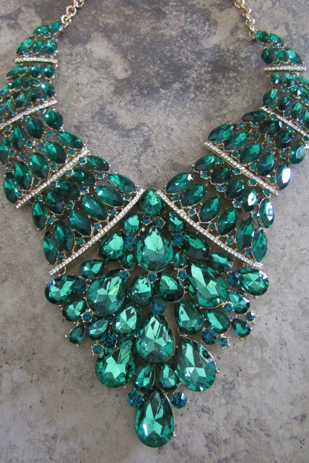 Sophia EMERALD ELEGANCE NECKLACE SET - Front Full Image