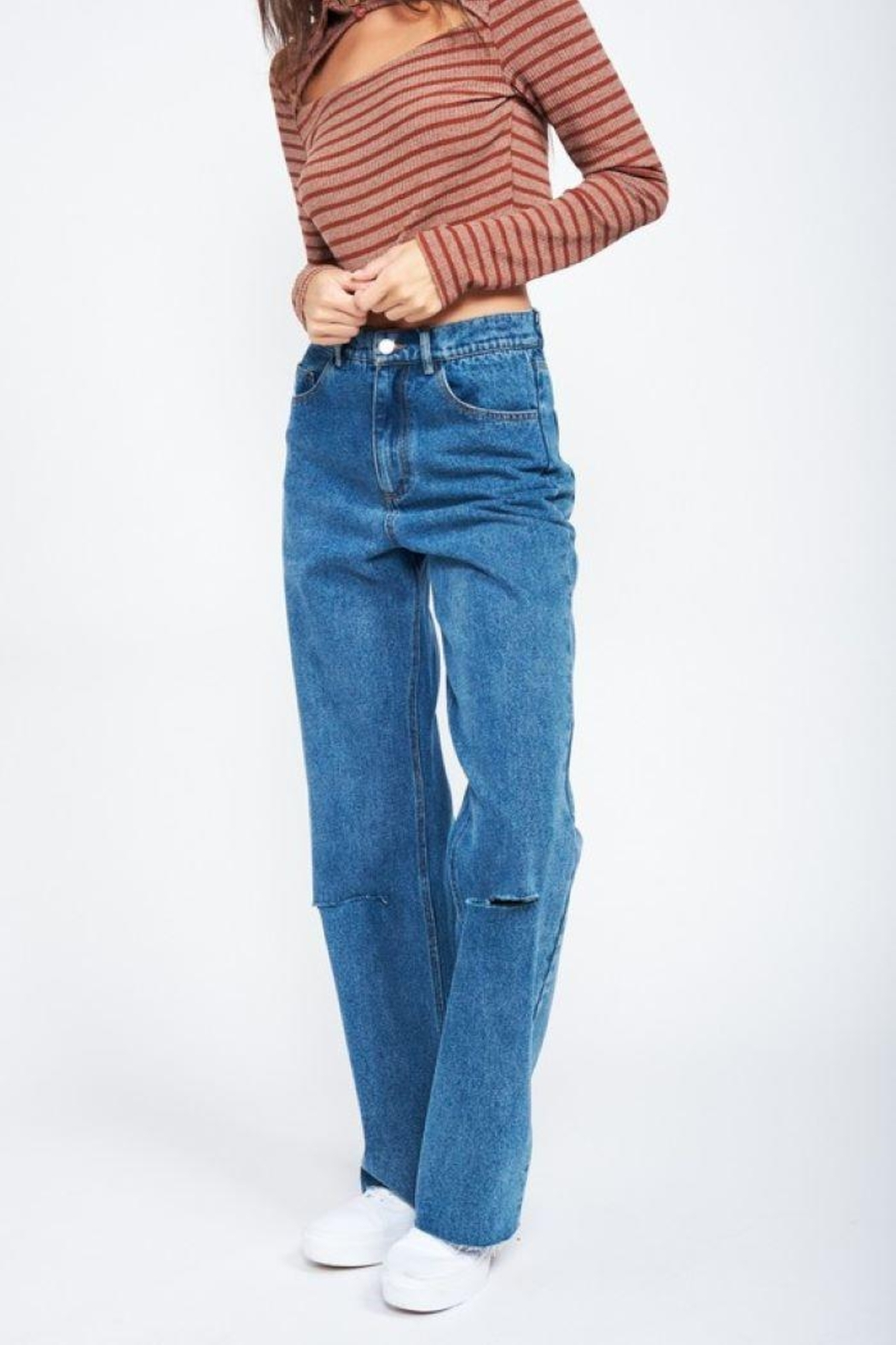Emory Park Wide Leg Denim Jeans With Ripped Knee - Back Cropped Image