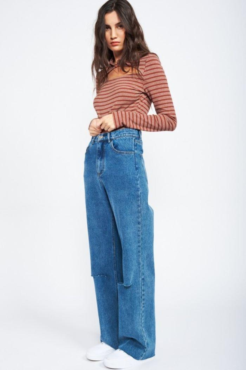 Emory Park Wide Leg Denim Jeans With Ripped Knee - Main Image