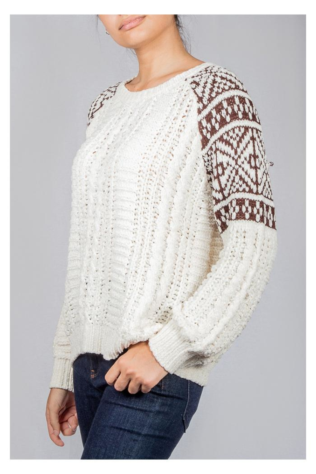 En Creme Cozy Cable-Knit Sweater - Side Cropped Image