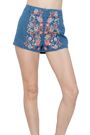 En Creme Embroiderd Denim Shorts - Back cropped