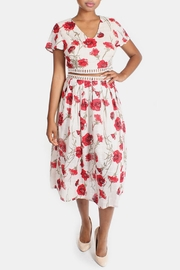 En Creme Red Roses Set - Front full body