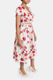 En Creme Red Roses Set - Back cropped
