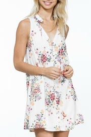 En Creme White Floral Shift-Dress - Front cropped