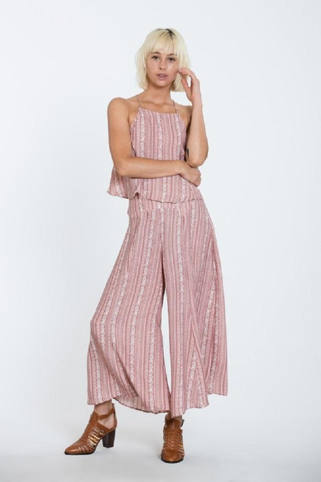 En Creme Wide Leg Pants - Side Cropped Image